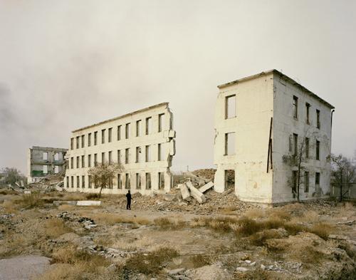 Sony - Nadav Kander, Prasina serija, Priozersk I, Vojni stanovi, Kazahstan 2011